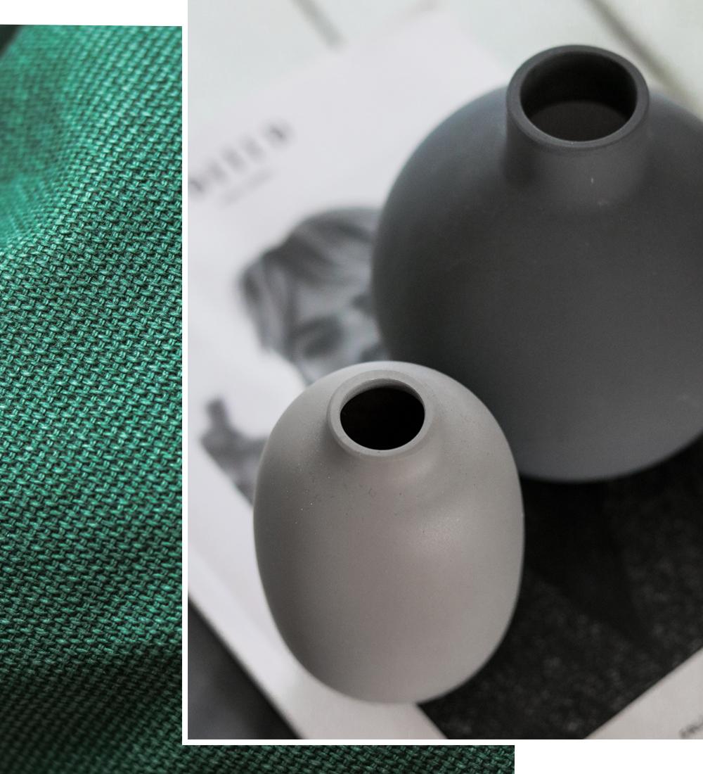 Wohnzimmer Einrichtung Deko Vasen grau HM Kissen grün - Lavie Deboite