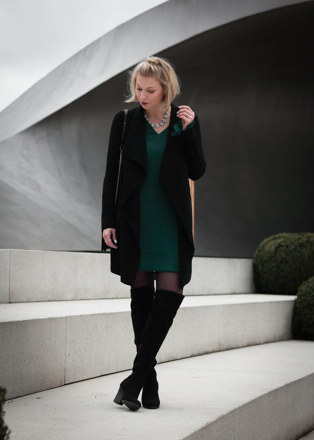 Mein Outfit für Weihnachten - Overknees zum Kleid - Lavie Deboite