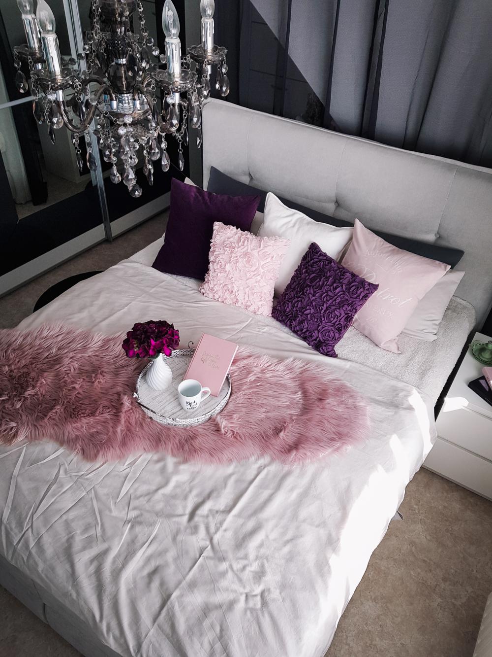 Schlafzimmer Interior Einrichtung Grau Rosa Lila Boxspringbett Otto