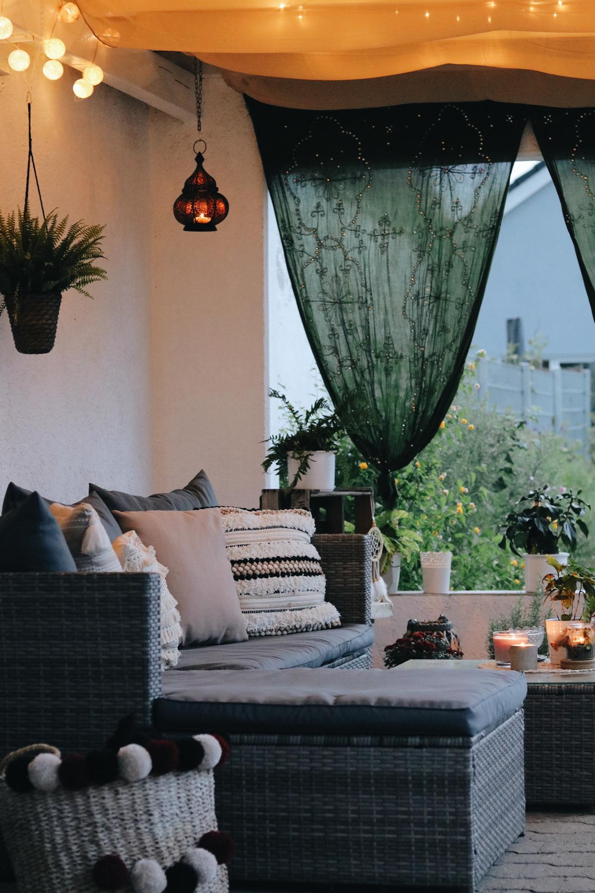 Garten Veranda überdachte Sitzecke Boho Style Ideen Lichterhimmel 1