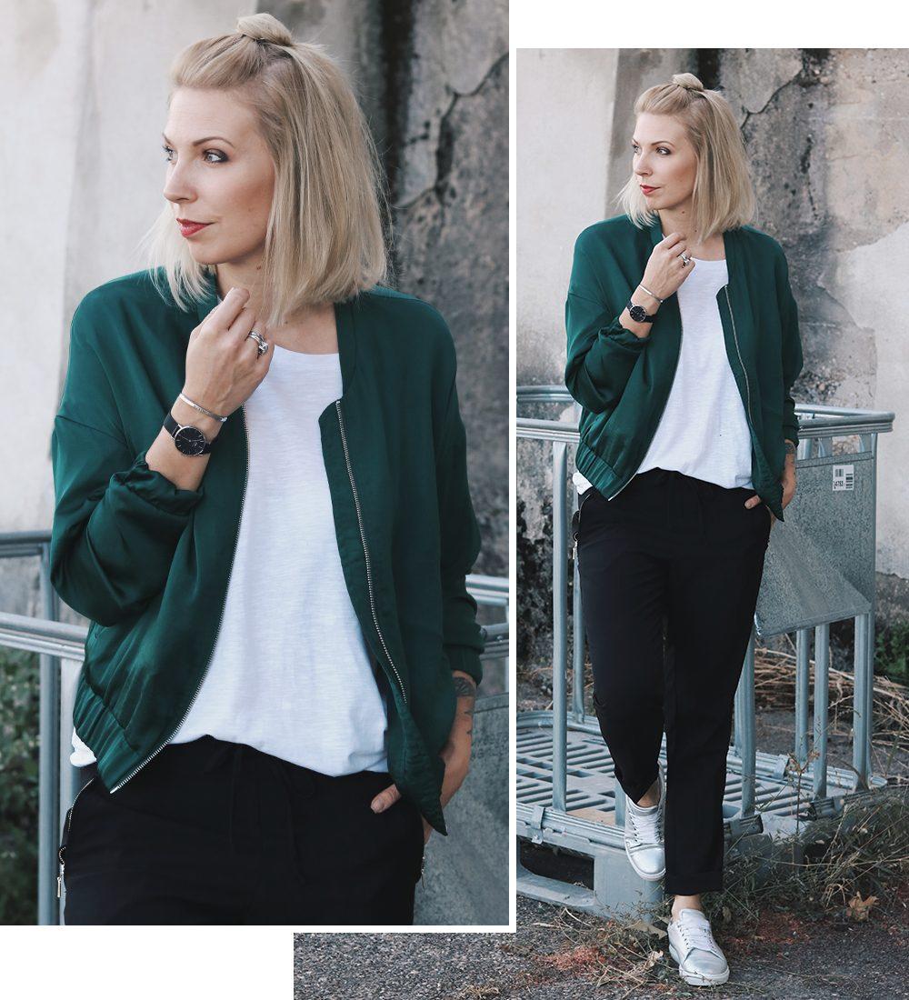 Outfit Blousonjacke schwarze Karottenhose Metallic Sneaker