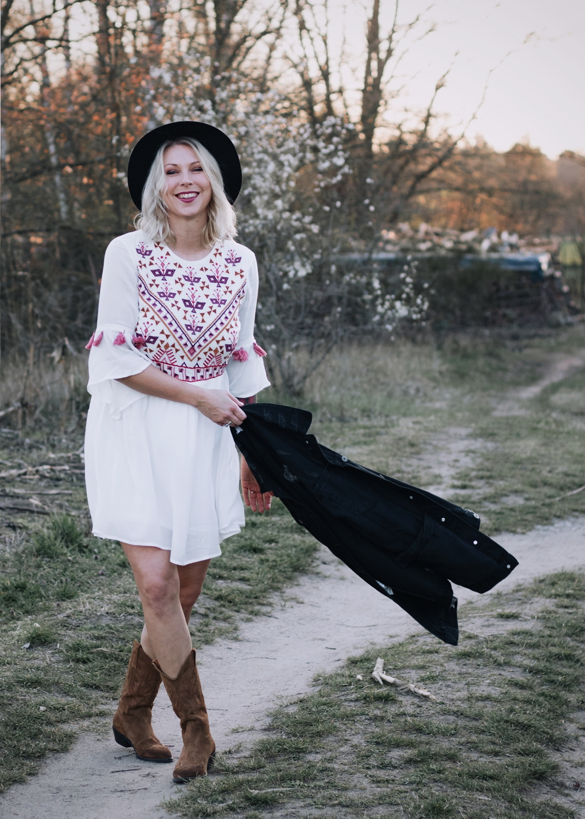 Wie Style Ich Westernboots Im Alltag Outfit Mit Bohokleid